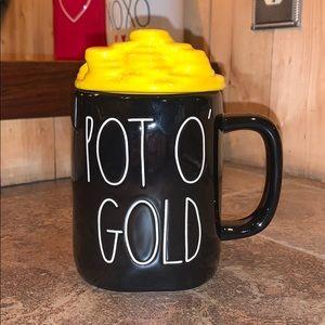 """Rae Dunn """"Pot O' Gold"""" Mug w/lid"""